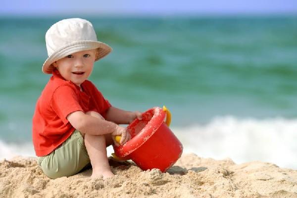 bimbo-in-spiaggia