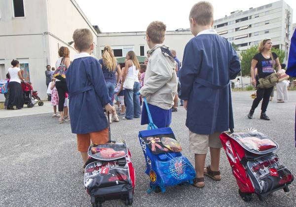 I bambini con lo zaino in una foto d'archivio. ANSA MASSIMO PERCOSSI